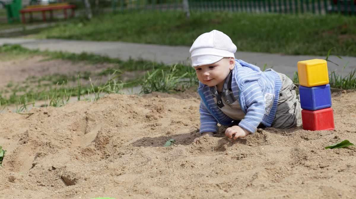 kid eating soil