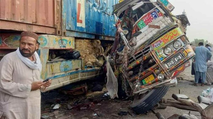 Pakistan bus-truck collision